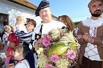 Od skanzenu se vydalo uctít Krčína 134 pochodníků.