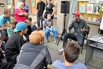 """BEATBOX, laicky řečeno prskání do mikrofonu, odborně """"pátý element"""" hip hopu. Umění vydávat ústy zvuky napodobující hudební nástroje loni zaujal nejen děti a rodiče, ale i kolemjdoucí."""