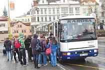 Doprava autobusem je stále dražší.
