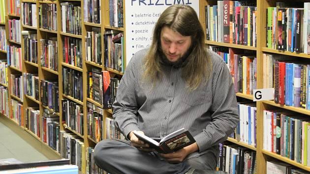 Tomáš Bílek tentokrát zve na čtení z knižní předlohy seriálového hitu Černobyl.