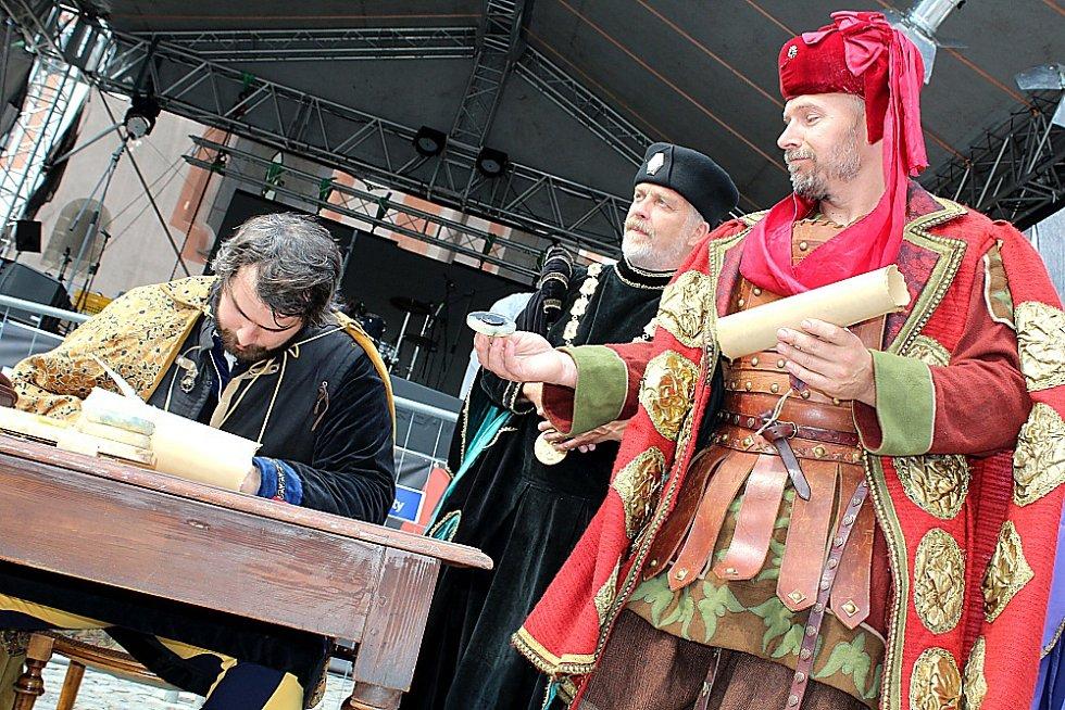 Nový Knín oslavil 830 let od založení města. Podpis Knínského smíru.