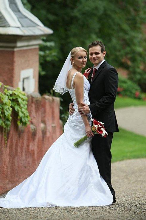 Lucie Marešová a Petr Koula si řekli své ano v pátek 27. srpna ve 12 hodin na Červeném Hrádku u Sedlčan.
