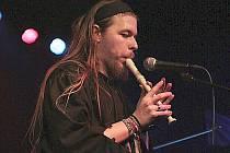 Flétnista Vilém Potůček z kapely Alexxia.