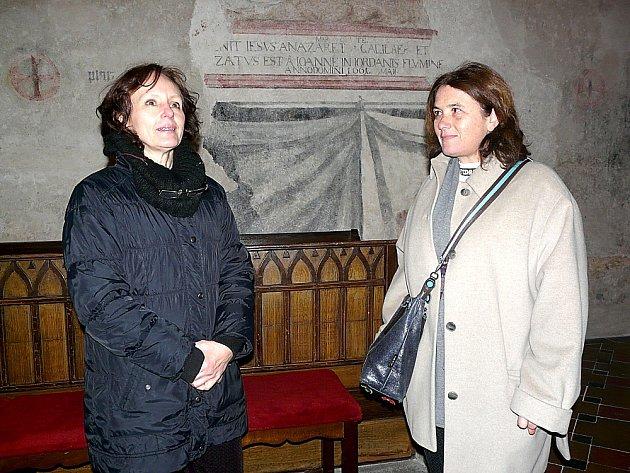 RESTAURÁTORKY Markéta Pavlíková a Theodora Popová odvedly při odkrývání středověké malby pěkný kus práce.