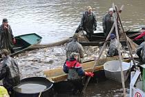 Rybáři se činili od ranních hodin.