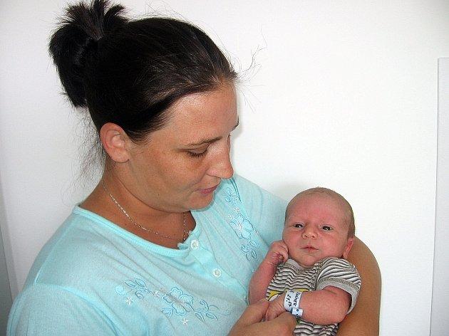 Filip Šrámek se prvně rozhlédl po světě ve čtvrtek 19. června, vážil 3,55 kg a měřil 51 cm. Životem provázet prvorozeného syna budou maminka Kateřina a tatínek Ondřej z Příbrami.