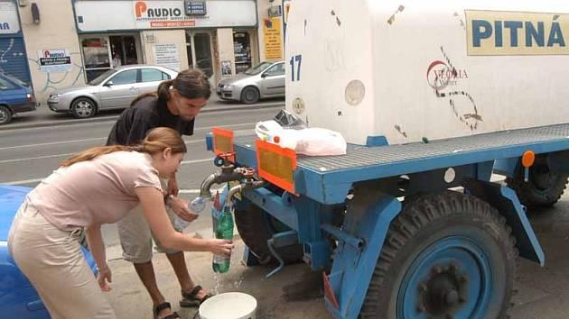Náhradní zásobování pitnou vodou budou zajišťovat cisterny