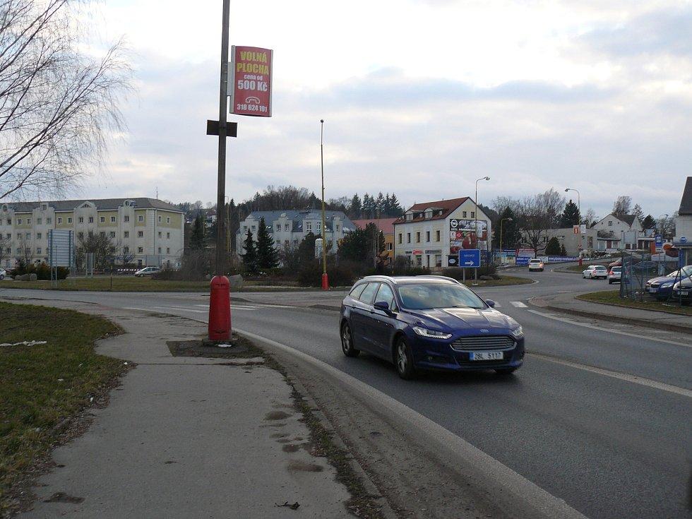 Další etapa prací na kruhovém objezdu u Dolejší obory v Příbrami začala. Omezení zasáhla také do provozu MHD (ilustrační foto).