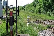 Obyvatelé Tochovic se shodují, že výstražná signalizace na železničním přejezdu není v pořádku