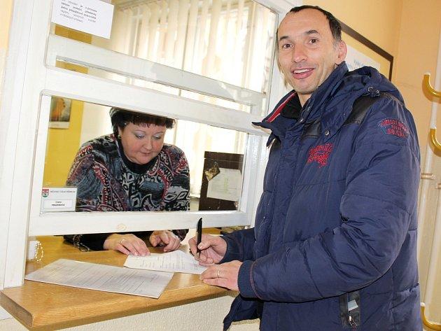 PRAVIDELNÝ návštěvník příbramského dopravního úřadu František Štefan.