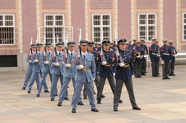 Vojáci Hradní stráže využívali areál v Dobré Vodě od roku 1970. Armáda ho opustila po zrušení základní vojenské služby v roce 2003.