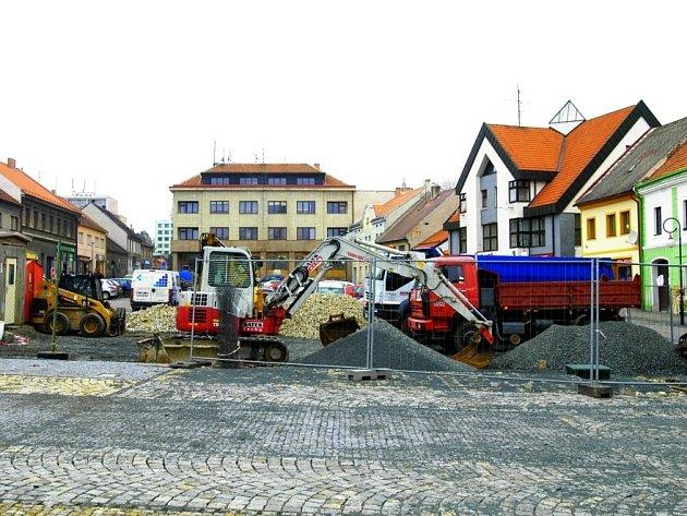 Oprava březnického náměstí.