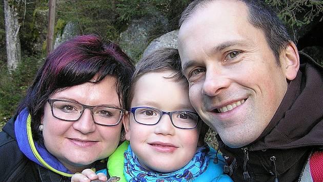 Malému Davidovi před dvěma roky lékaři diagnostikovali onemocnění krve, které si žádalo transplantaci kostní dřeně.