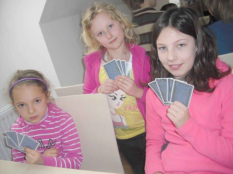 Turnaj v prší. Deniska, Lucka a Terezka.