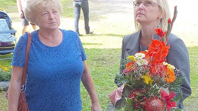 Olga Vernerová (vpravo) při slavnostním otevření Orlíčku v Předním Chlumu.