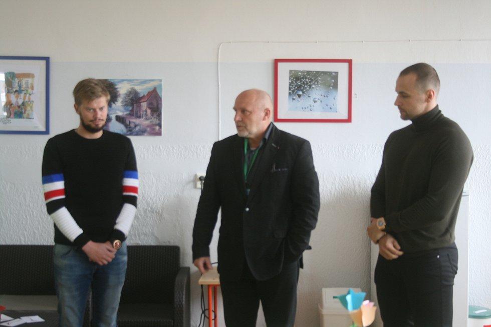 Fotbalisté 1. FK Příbram navštívili oddělení seniorů Oblastní nemocnice Příbram (Zdaboř). Zároveň na chod oddělené přispěli finančním darem.