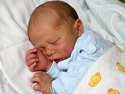 MIKULÁŠ NADEMLEJNSKÝ se narodil v úterý 12. září o váze 3,38 kg a míře 49 cm Magdě a Martinovi z Příbrami. Radost má i bratr Martin.