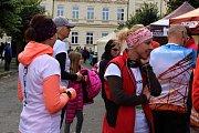 Běh města Dobříše se konal v centru města, zasportovat si přišel i Leoš Mareš se psem a synem na koloběžce.