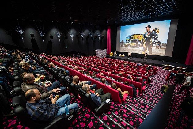 Martin Macík a Jan Brabec vrámci besed Posedlí Dakarem zaplňují kina po celé České republice.