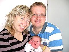 Ve čtvrtek 1. května maminka Eva a tatínek Miloš z Příbrami poprvé sevřeli v náručí svoje první potěšení – dcerku Evu Novotnou, která v ten den vážila 3,20 kg a měřila 52 cm.