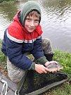 Dětské rybářské závody na rybníku Hořejší Obora v Příbrami.