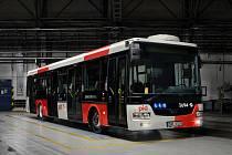 Nově schválený vzhled vozidel Pražské integrované dopravy (PID) podle návrhu Petra Štěpána, Bohumila Vašáka a Mikuláše Macháčka.