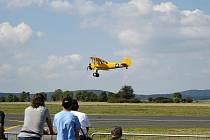 Acrobatshow 2010 na letišti v Dlouhé Lhotě.