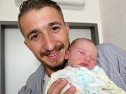 TOBIÁŠ ŘÍHA se narodil v neděli 16. července o váze 3,06 kg rodičům Veronice a Michaelovi z Kamýku.