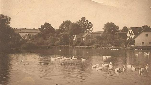 Rybník v centru Hlubyně.