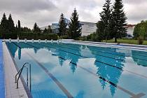 Venkovní bazén v Příbrami.