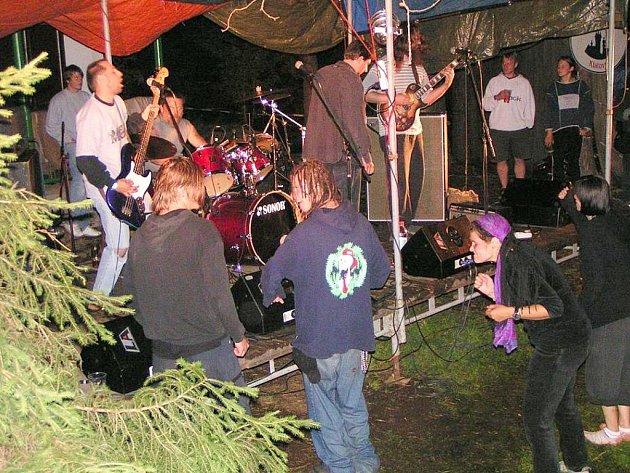 Pravidelným účastníkem festivalu je příbramská formace Magor City Orchestra.