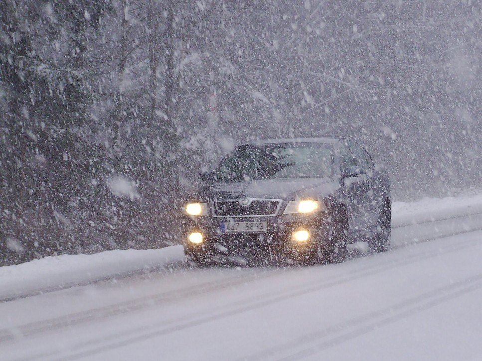 Příbramsko postihla v sobotu dopoledne sněhová vánice.
