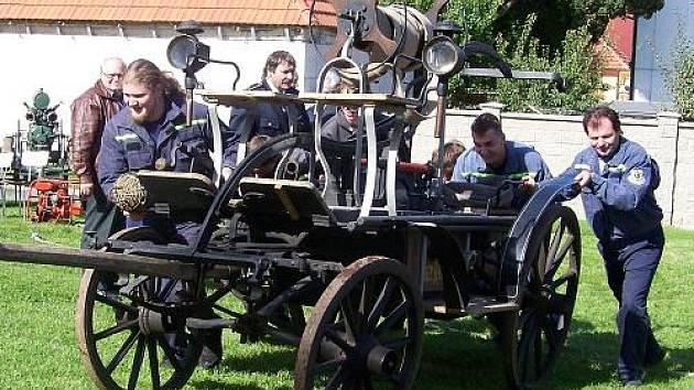 Setkání historické hasičské techniky v Řevničově