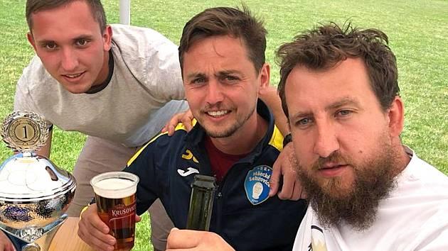 Petr Heller (vpravo) s kamarády z fotbalu.