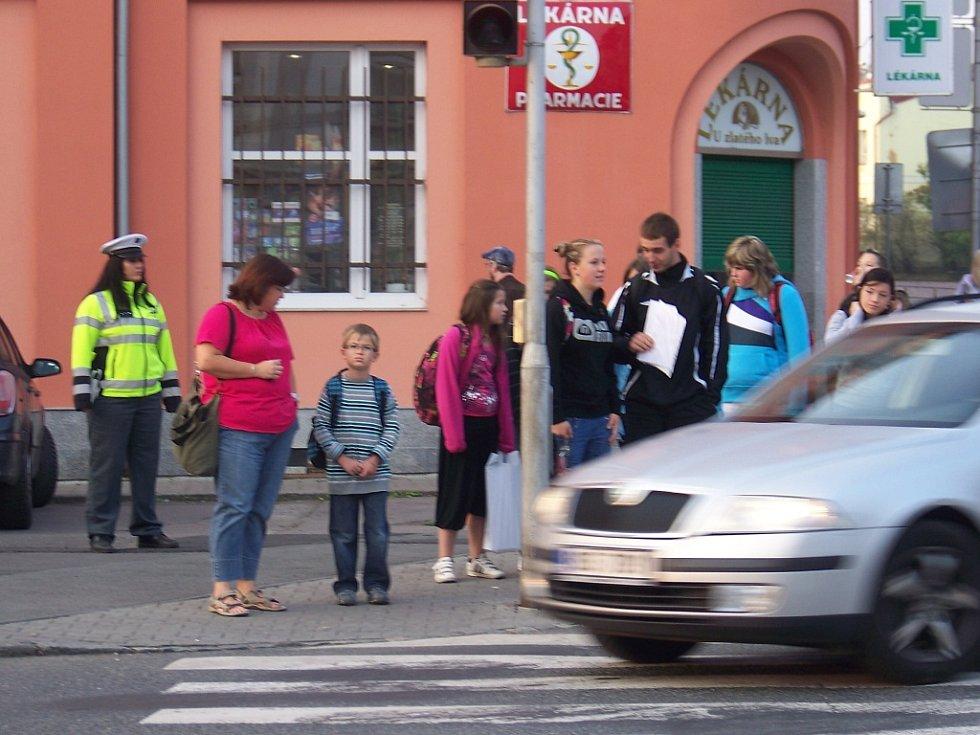 Policisté hlídají přechody kvůli školákům