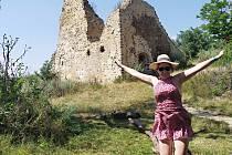 Zřícenina hradu Týřov se nachází nedaleko obce Skryje.