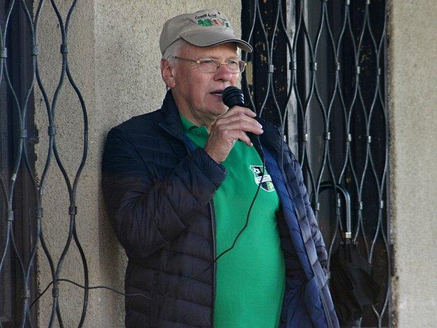 Předseda Chmelařů z Mutějovic Zdeněk Rosa na přátelském utkání mezi starou gardou a dosavadními hráči Mutějovic.