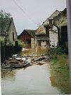 Zatopená pila v Kostelíku při povodních v roce 2002  Autor: Archiv manželů Macourkových