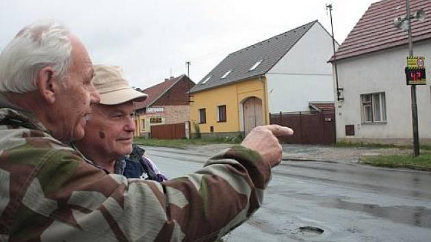 Nevalně udržovaná silnice v Řevničově