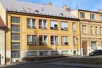 Víceúčelové školící a studijní centrum má vzniknout v budově bývalé školní jídelny na Husově náměstí.