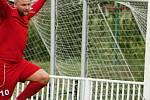 Fotbalisté Nového Strašecí v druhém kole krajského přeboru jasně přehráli Nespeky, které si odvezly čtyři fíky.