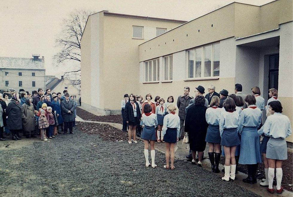 Šanov, slavnostní otevření tělocvičny v roce 1977.