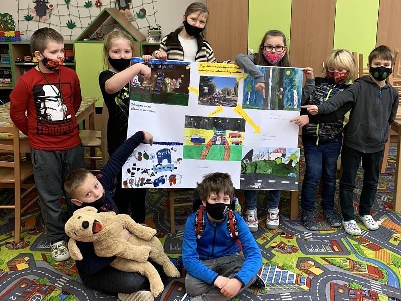 Žáci čistecké základní školy se zúčastnili výtvarné soutěže s dopravní tématikou s názvem Silnice, to není hřiště a obdrželi speciální cenu poroty.