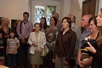 S díly Františka Zusky se do Výstavní síně přišlo rozloučit několik desítek lidí, včetně Zuskových příbuzných.