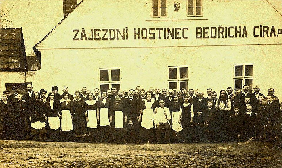 Šanov, rok 1905. Zájezdní hostinec čp. 18.
