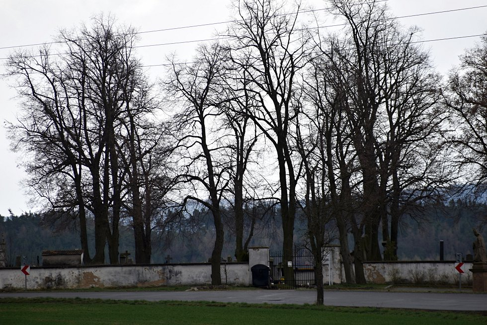 Chrášťanští v budoucnu plánují opravu hřbitovní zdi.