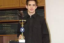 Marian Mundok s pohárem za třetí místo.