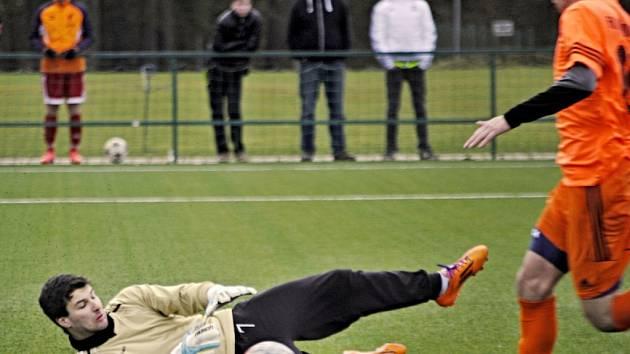 Fotbalisté Tatranu Rakovník prohráli v přípravném utkání s Hořovickem 2:3. Od 65. minuty hráli ale v deseti.