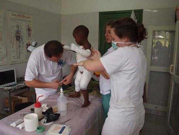 Ošetřování popálenin v nemocnici Itibo