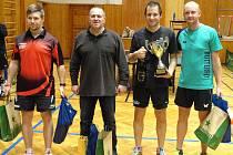 Dramatické pětisetové finále nakonec přineslo zlatý pohár Janu Holáňovi (druhý zprava) před šanovským Štepkou (vpravo) a bronzovou dvojicí Vorlíček (druhý zleva) a Voříšek ( vlevo).
